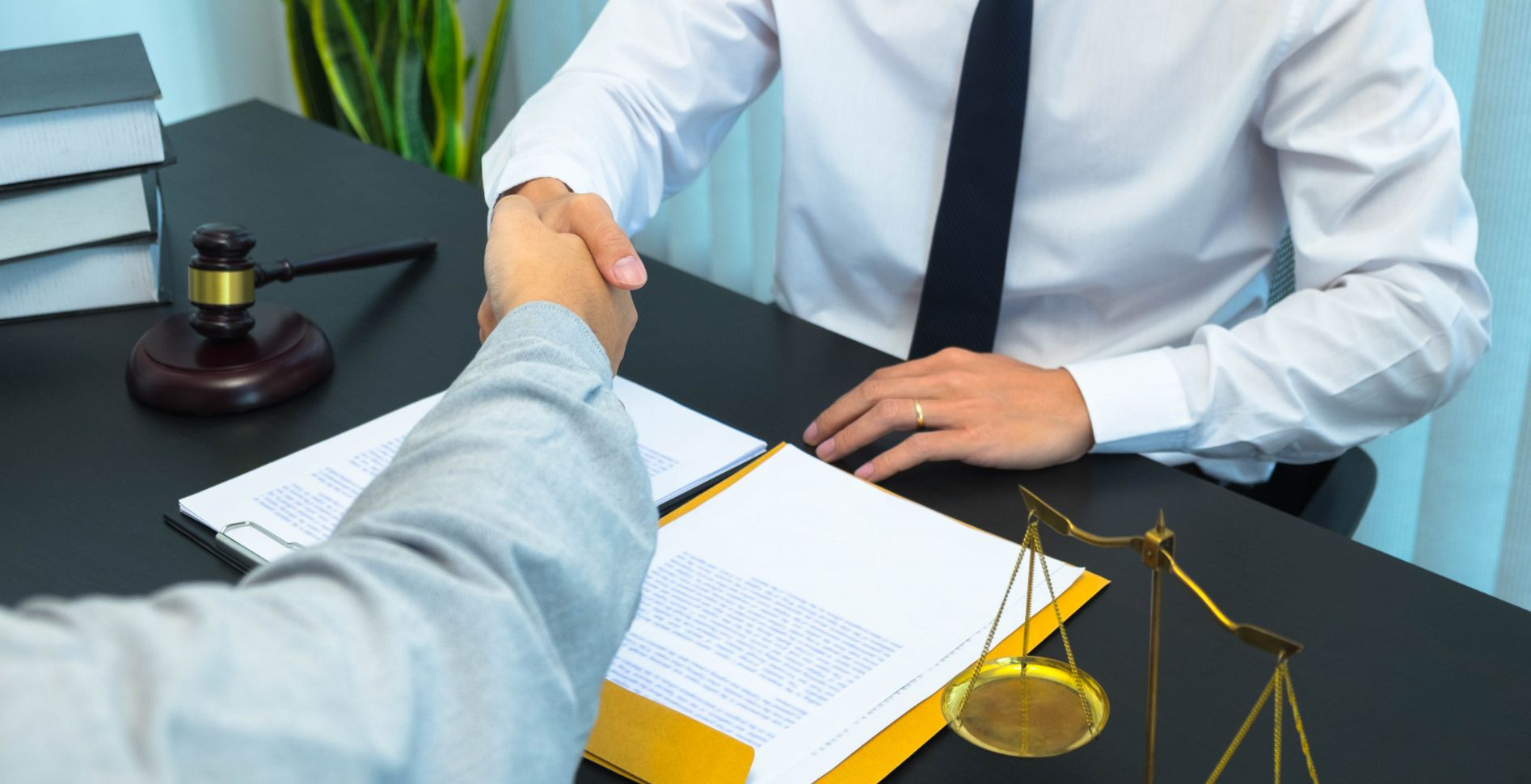 client-shaking-hands-with-lawyer